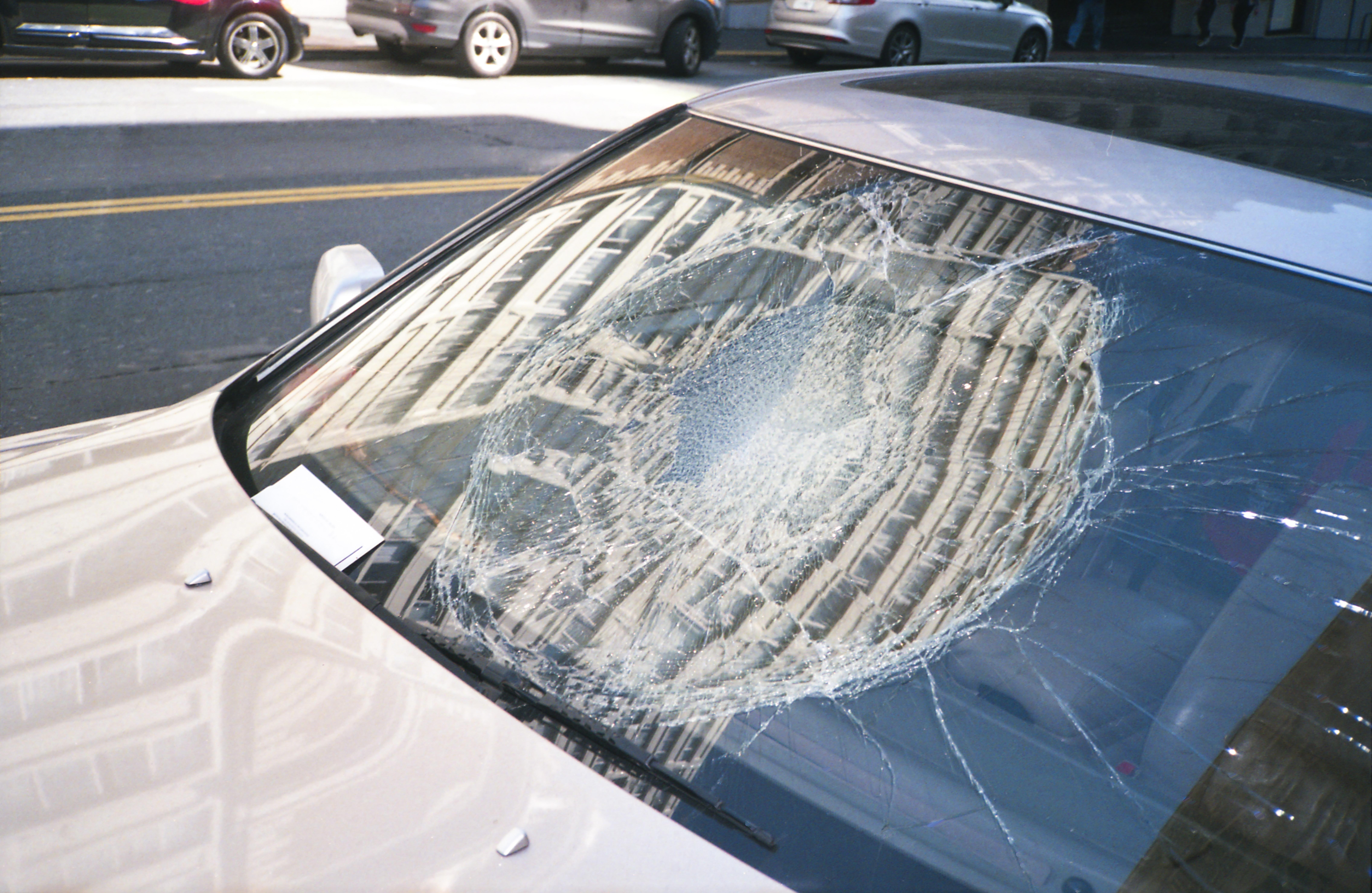 Stenslag på bilen